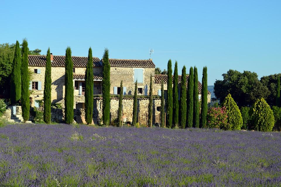 Notre agence immobilière vous aide à trouver votre résidence secondaire dans la Drôme.